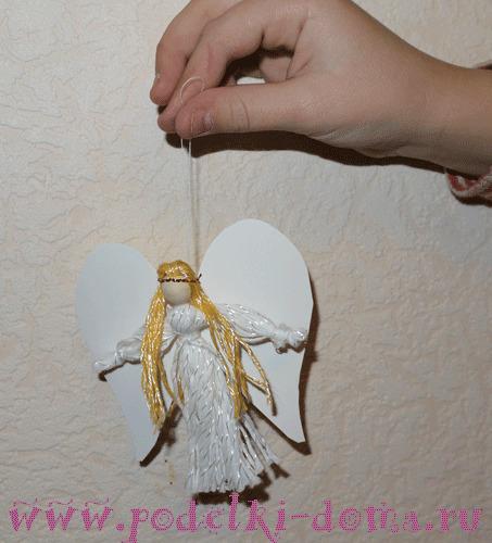 Ангелочек из ниток