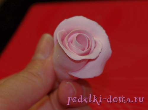 rozy iz polimernoy gliny10