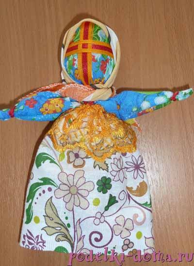 куколка-погремушка(голова из пластмассового яйца(киндер)