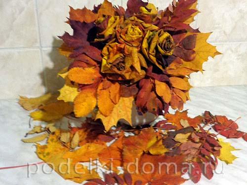rozy iz listyev klena