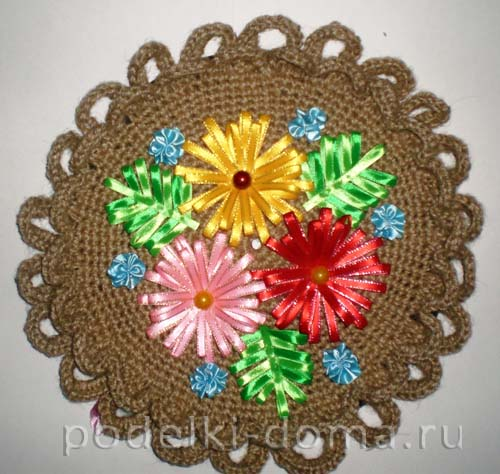 vyazanoe panno atlasnye cvety