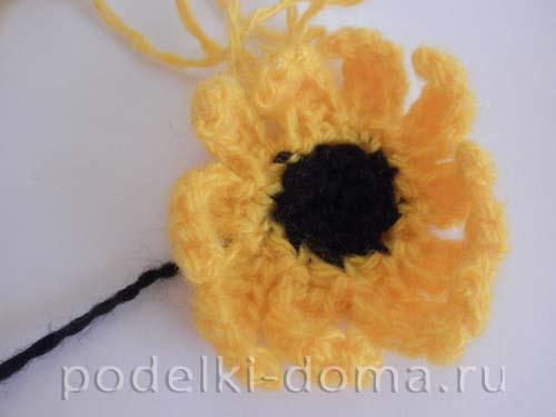 Заканчиваем вязание цветка