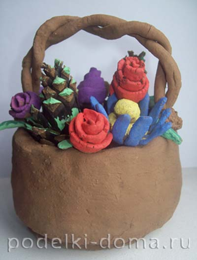 podelka iz gliny korzina s cvetami11