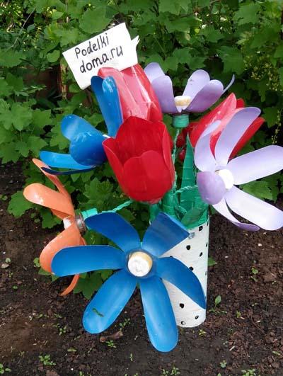 cvety iz plastikovyh butylok