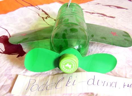 Поделки из пластиковых бутылок - самолет