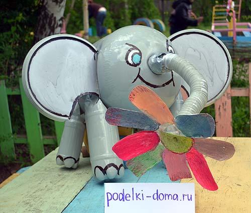 slon iz plastikovyh butylok