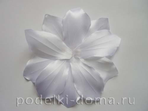 zakolka cvetok lilii iz atasnoy lenty14
