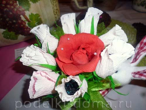 Корепанова Т,Н. букет из гофриров бумаги и конфет