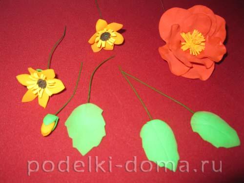 """Брошь """"Цветы осени"""" из фоамирана"""
