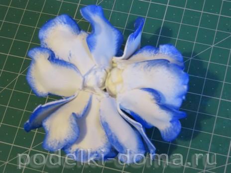 elochny shar cvetok iz foamirana15