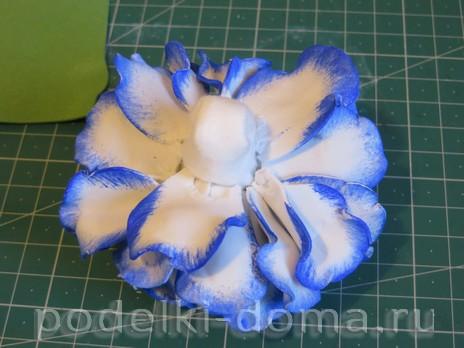 elochny shar cvetok iz foamirana17