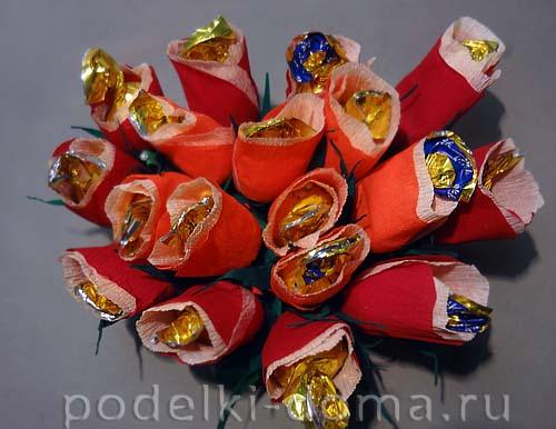 serdce iz konfetnyh cvetov22