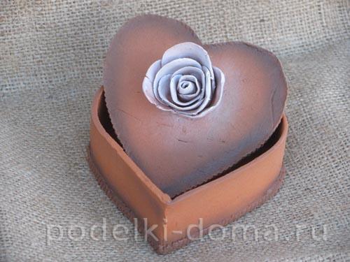 shkatulka iz gliny serdce