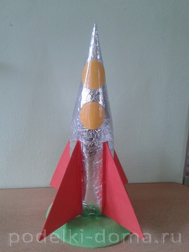 ракета из картона и бумаги