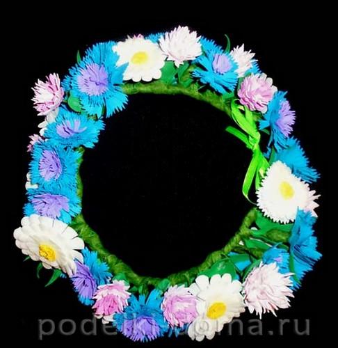 venok iz polevyh cvetov