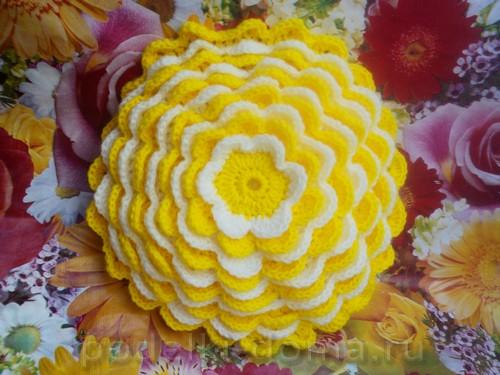 podushka cvetok vyazanaya11