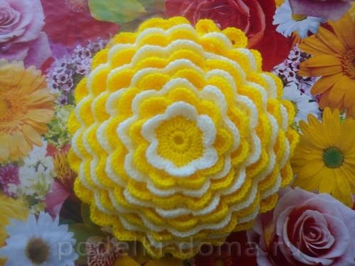 podushka cvetok vyazanaya12