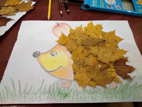 ежик из кленовых листьев