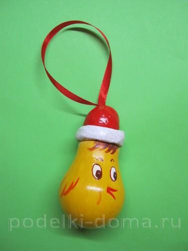 """Елочная игрушка из лампочки """"Молодой петушок"""""""