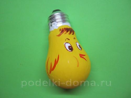 elochnaya igrushka petushok iz lampochki04