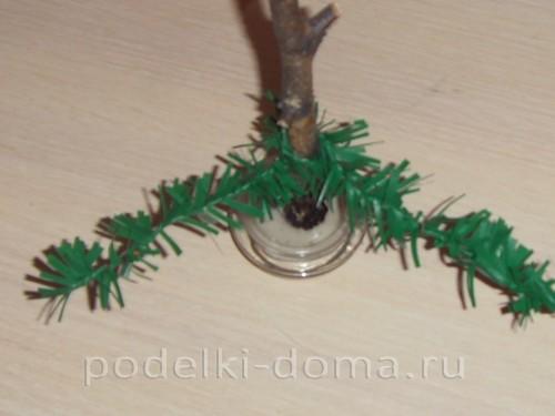 елка из клеенки или полиэтиленовых пакетов