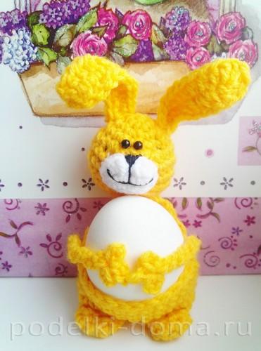 подставка под яйцо заяц вязаный крючком