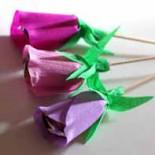 Цветы-конфеты из гофрированной бумаги