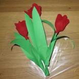 Тюльпаны из гофрированной бумаги с конфетами