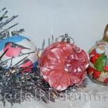Декор новогодних шаров разными способами