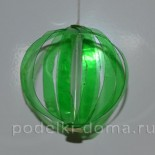 Елочные игрушки из пластиковых бутылок: шарик и фонарик