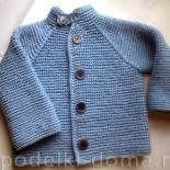Голубой жакет для мальчика (вязание спицами)