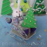 Новогодняя композиция «Заяц на санях»