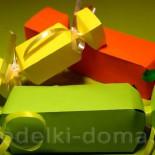 Упаковка для подарка из бумаги в виде конфеты