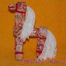 Конь из ткани (народная тряпичная игрушка)