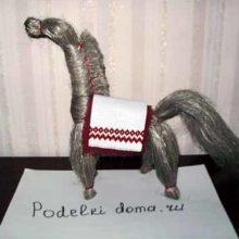 Конь из льна