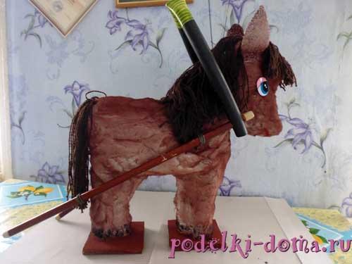 лошадка из подручных материалов