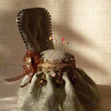 Элегатная игольница-трон своими руками