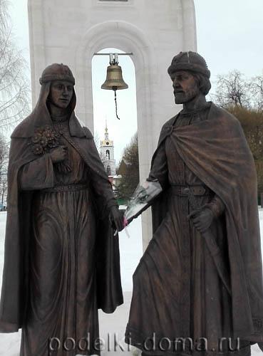 Памятник Петру и Февронии в Дмитрове