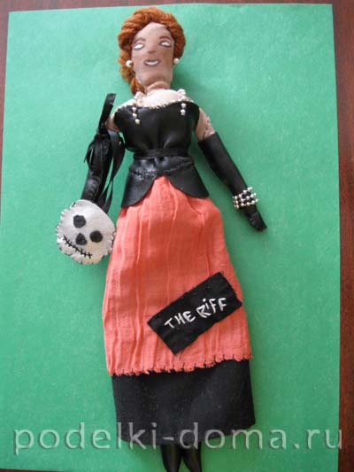 1-Lady-with-Scull-front