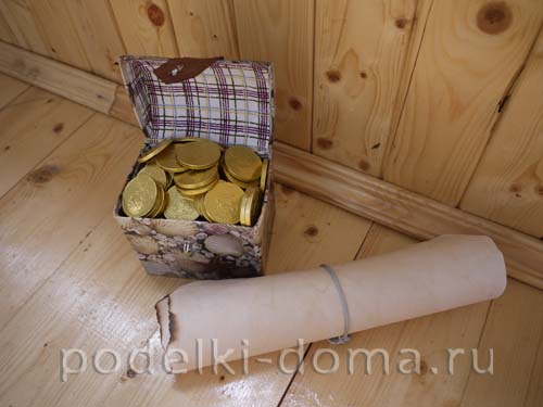 свиток и сундук с монетами