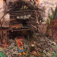 Избушка Бабки-Ёжки в сказочном осеннем лесу