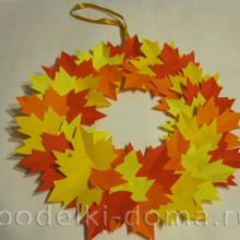 Венок из бумажных кленовых листьев