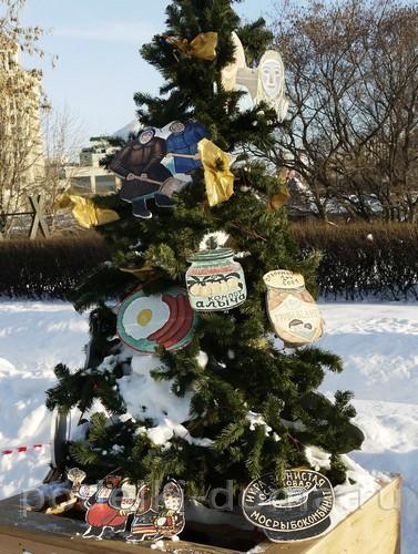 elka-muzey-naivnogo-iskusstva Новогодние елочные игрушки своими руками