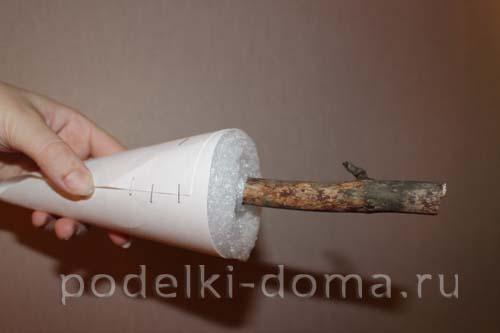 elochka-konus iz shishek1