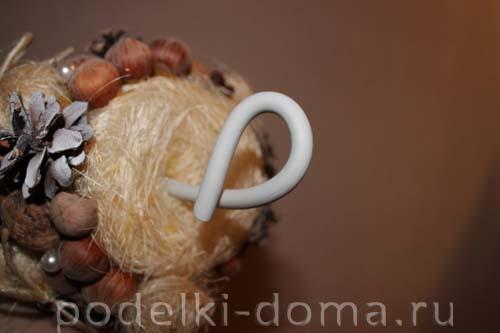 elochka-konus iz shishek9