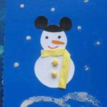 Новогодняя открытка «Снеговик идет на маскарад»