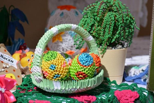 пасха модульное оригами яйца в корзине