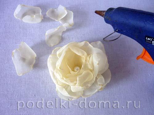 svadebnaya podushechka dlya kolec s cvetkom16