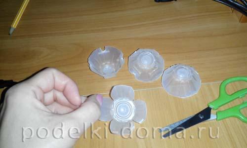 belye rozy iz plastika4