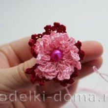Резиночка с цветком (вязание крючком)